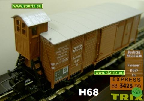 H68 / Trix Express 3423 Boxcar with break-mans house