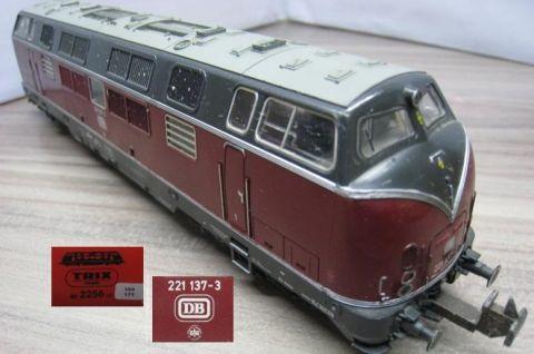 Trix Express 2256 Diesellok 221 137-3 rot der DB (ssa171)